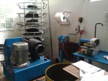 Persen van hydraulische leidingen